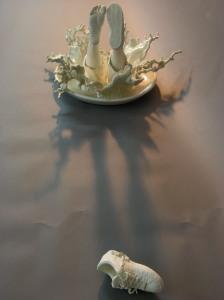 Escapism 逃, Johnson Tsang, Porcelain, 2004