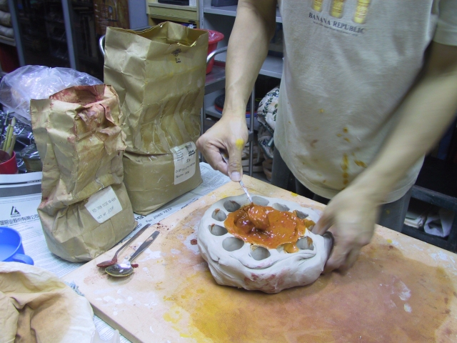 Preparing clay with iron oxide for skin color