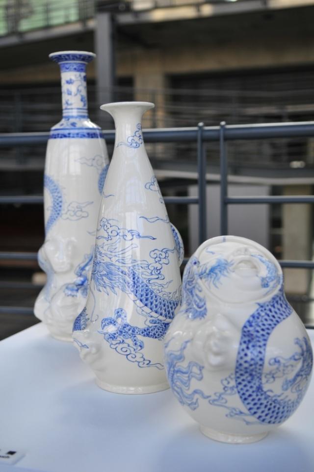 圍牆 The Wall  60×22×58 cm 瓷土、拉坯丶變形丶手塑及雕刻 Porcelain, throwing, transformation, hand-building and carving 2013