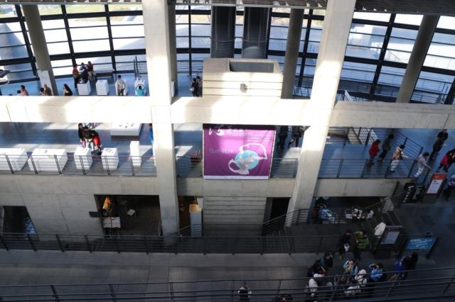 7.12.2013 第四天 上午觀眾開始入場,人流比想像中多