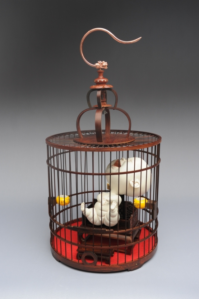 Throne Porcelain, rosewood chair and bird cage  Diameter 32 H65cm  2015 by Johnson Tsang