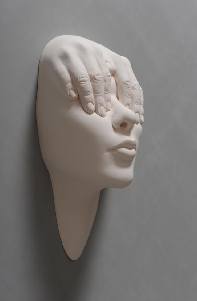 Porcelain Face Sculptures by Johnson Tsang